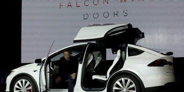 Tesla lance officiellement son suv model x for Tesla model x porte