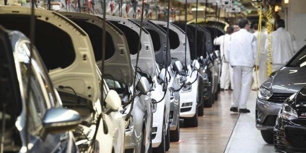 La production industrielle est portée par un fort rebond dans l'automobile : +12,6% après -5,2% en juillet.