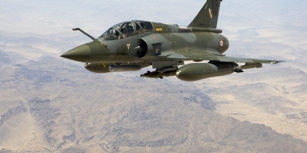 L'objectif de la rénovation à mi-vie des Mirage 2000D est de permettre leur emploi en complément des avions Rafale au-delà de 2030
