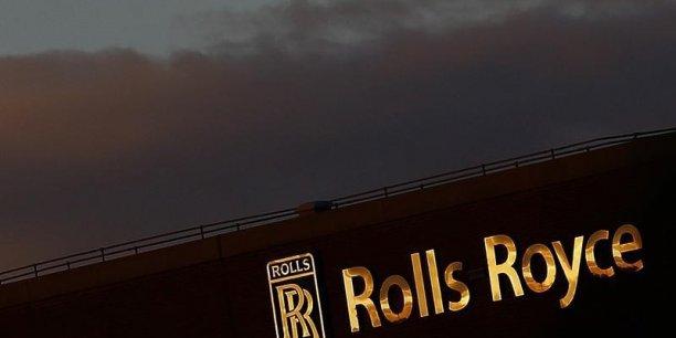 Pour 2015, Rolls-Royce a prévenu que son bénéfice ajusté avant impôt serait dans le bas de la fourchette indicative de 1,870 milliard à 2,080 milliards d'euros indiquée précédemment..