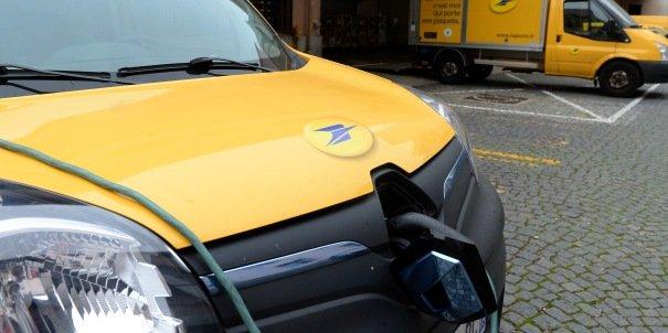 Dans le cadre du projet espace logistique urbain (ELU), la Poste s'est dotée d'une flotte de véhicules électriques dernière génération.