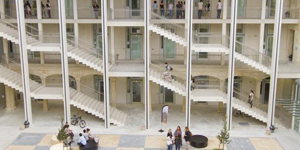Le site Hoche, de l'Université de Nîmes