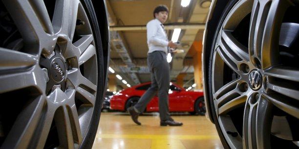 Mardi, Volkswagen a avoué avoir sous-estimé la consommation de carburant et les émissions de CO2 de modèles dont environ 800.000 exemplaires au total ont été vendus en Europe.
