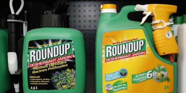 Monsanto traverse actuellement une passe difficile, en raison de la chute des prix des matières premières agricoles et l'appréciation du dollar qui rend chers ses produits pour les agriculteurs des pays émergents.