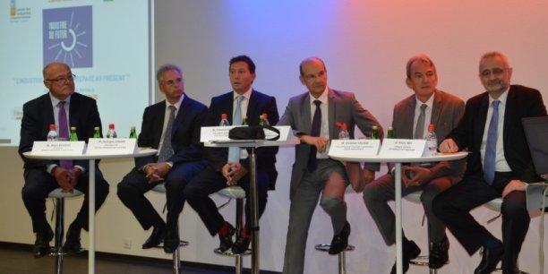 L'usine du futur, thème principal de la table ronde à laquelle participaient notamment Alain Rousset, Thierry Weil, Christian Valade, Grorges Jobard, Serge Rimelin et Yannick Duffau organisée par l'UIMM Aquitaine lors du lancement officiel du dispositif PMI en AQT