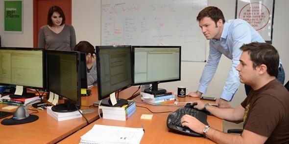 LabOxy, co-fondée par Benjamin Néel (à droite), a créé une solution visant à augmenter les performances du service R&D