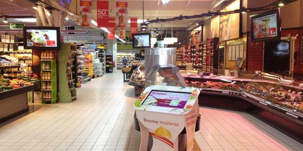 Les écrans et bornes tactiles d'Atawa ont pris place dans plus de 390 magasins en France (ici Intermarché) dans les rayons frais uniquement. Avec Vinoreco, c'est du côté du rayon vins qu'Atawa compte s'installer.