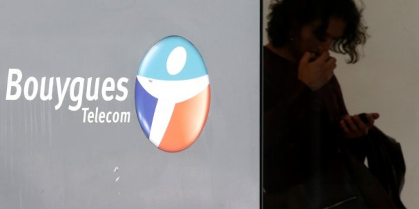 Chiffrée à 66 millions d'euros à la fin du premier semestre, la perte nette de Bouygues recule à 50 millions d'euros fin septembre.