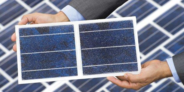Les dalles WattWay revête le bitume et le transforme en panneaux solaires. Ils ont été conçus pour résister aux intempéries mais également au trafic normal des grands axes routiers.