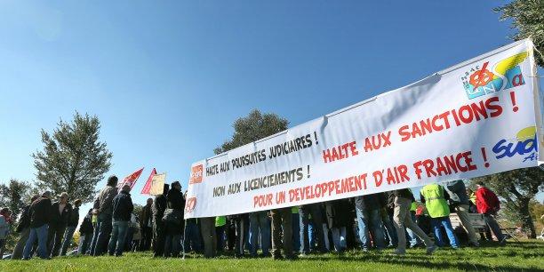 Rassemblement des salariés d'Air France le 16 octobre à Blagnac.