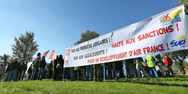 Rassemblement des salariés d'Air France ce vendredi 16 octobre.
