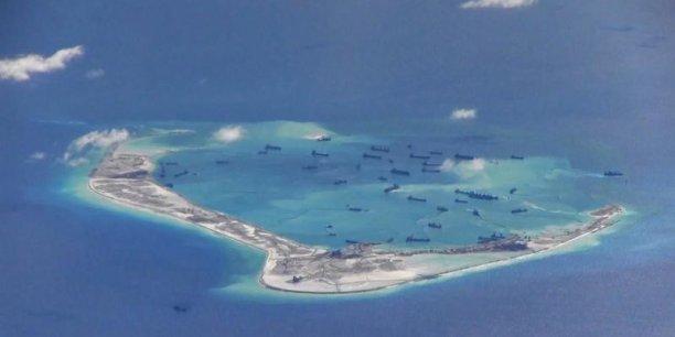 Le Japon, qui parle de menace chinoise veut lui aussi augmenter son budget de la Défense pour la quatrième année consécutive. Le ministère de la Défense veut une enveloppe de près de 38 milliards d'euros.