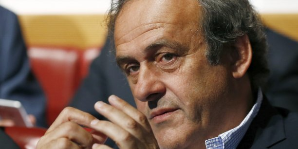 Michel Platini raconte la conversation suivante avec Joseph Blatter: Combien tu veux, demande Blatter. Je réponds: Un million'. 'De quoi?' 'De ce que tu veux, des roubles, des livres, des dollars.'