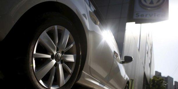 Les autorités américaines ont révélé, vendredi 18 septembre, que Volkswagen avait installé un dispositif pour dissimuler en partie les émissions de gaz polluant de certains modèles des années 2009-2015.