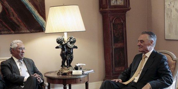 Antonio Costa (à gauche), leader du PS, a indiqué au président Anibal Cavaco Silva (à droite) qu'il était en mesure de former un gouvernement.