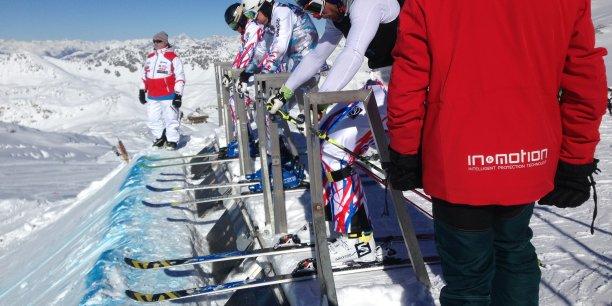 Des skieurs professionnels de ski cross effectueront leur saison avec l'airbag de In&Motion.