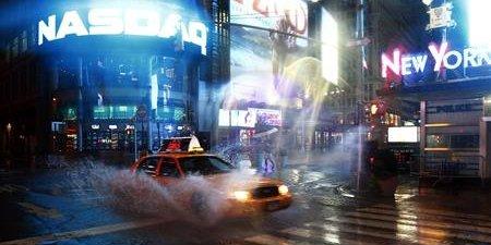 L'ouragan Sandy, en octobre 2011 a dévasté de nombreux immeubles du quartier new-yorkais de Queens (à gauche sur la photo), et provoqué la mort de 64 personnes. Une tragédie qui marque la prise de conscience de la problématique climatique par la municipalité de New York.