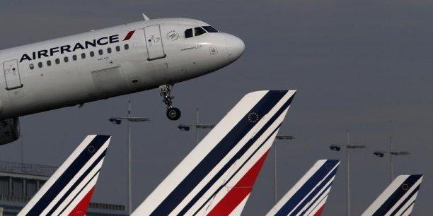 Les autorités locales sont en train de conduire des inspections complètes des appareils, des passagers et de leurs bagages, a expliqué la compagnie aérienne, ajoutant qu'une enquête était en cours pour identifier la source de l'appel téléphonique