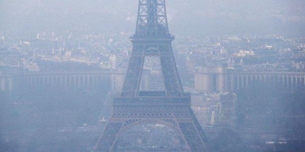 La maire de Paris Anne Hidalgo et le président de la région Ile-de-France Jean-Paul Huchon ont demandé dimanche à l'Etat des mesures immédiates, notamment la circulation alternée, face à l'épisode de pollution aux particules fines attendu lundi en région parisienne.