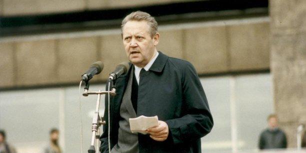 Héros par accident, Günter Schabowski était né dans une ville de l'Allemagne de l'Est, Anklam, en 1929.