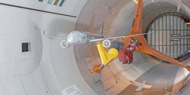 Maquette A350 dans la veine d'essai de la soufflerie S1 de Modane