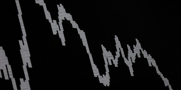 Du côté de l'Asie, la Bourse de Tokyo a terminé en baisse de 1,04% lundi,  les attentats de vendredi à Paris ayant limité l'appétit des investisseurs pour le risque.