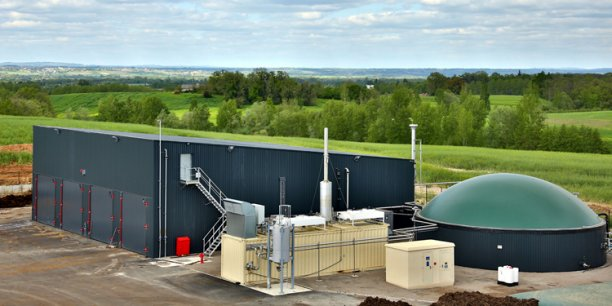 Une plateforme composée d'une unité de méthanisation et d'une usine de biomasse.