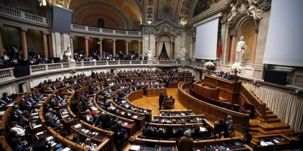 L'Assemblée de la République portugaise devrait renverser le gouvernement mardi 10 novembre.