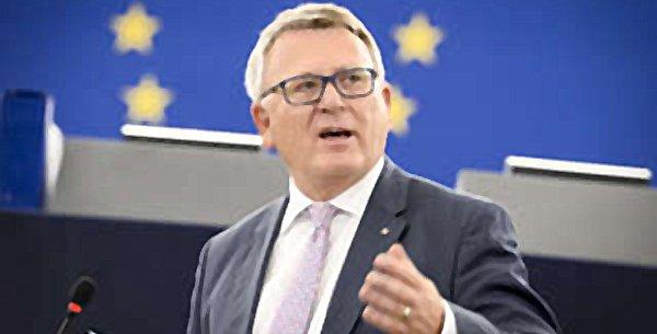 Nicolas Schmit, ministre du Travail, de l'Emploi et de l'Économie sociale et solidaire du Luxembourg, est à l'origine de l'initiative européenne de partenariat pour la formation professionnelle, avec le Maghreb.