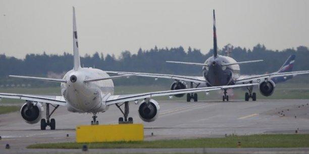 «Un passager ayant fait état d'explosifs au bord de l'avion, celui-ci a atterri d'urgence à l'aéroport de Bourgas à 05h45 », a déclaré la porte-parole de l'aéroport Kristina Neikova.