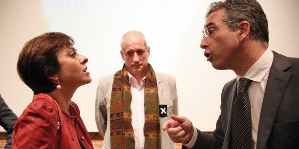 Les échanges se sont poursuivis après le débat entre Carole Delga (PS) et Dominique Reynié (LR), sous le regard de Gérard Onesta (EE-LV)