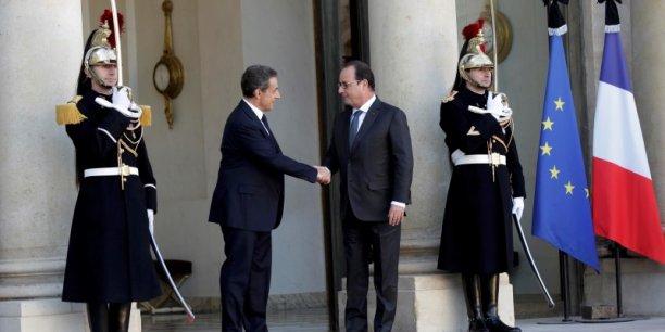 Reçu à l'Elysée par son successeur le dimanche 15 novembre, Nicolas Sarkozy refuse pour autant de se ranger derrière lui au nom de l'unité nationale. Au contraire, lex chef de l'Etat reproche une certaine inertie au pouvoir en place.