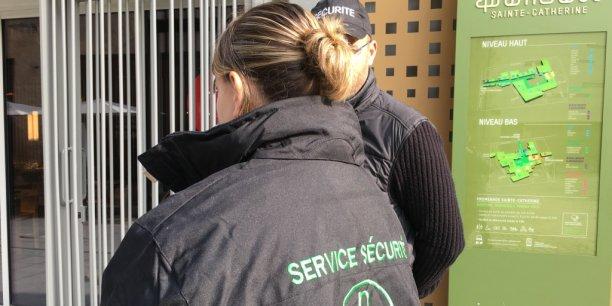 Depuis vendredi dernier et les attentats parisiens, les services de sécurité ont doublé presque partout (exemple ici, Promenade Sainte-Catherine à Bordeaux.)