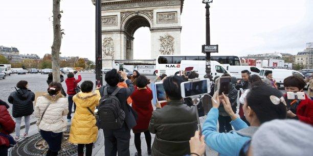 Manuel Valls veut aider les hôteliers et rassurer les touristes malgré le risque d'attentat qui règne dans le pays.