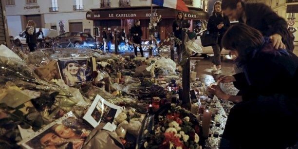 Un hommage national sera rendu le 27 novembre aux Invalides aux victimes de ces attaques, qui ont fait 130 morts et 352 blessés.