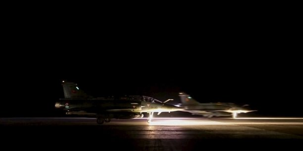 Les six raids massifs de l'armée de l'air française, ont donné lieu à des frappes robustes - entre 15 et 20 bombes chaque soir - et ont obtenu des résultats probants, a estimé le chef d'éta-tmajor des armées, le général Pierre de Villiers