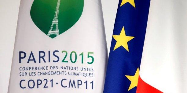 La maire de Paris, Anne Hidalgo, a pour sa part annoncé que les transports en communs seront gratuits les dimanche 29 et lundi 30 novembre, et a demandé aux Franciliens de ne pas prendre leur voiture pendant ces deux jours.