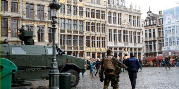 Bruxelles sera encore en alerte maximale lundi, quadrillée par l'armée et quasiment à l'arrêt face à des menaces sérieuses et imminentes d'attentats semblables à ceux de Paris.