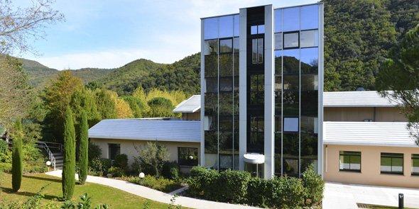 Le site de production de la marque d'eau thermale Avène à Avène-les-Bains (Hérault).