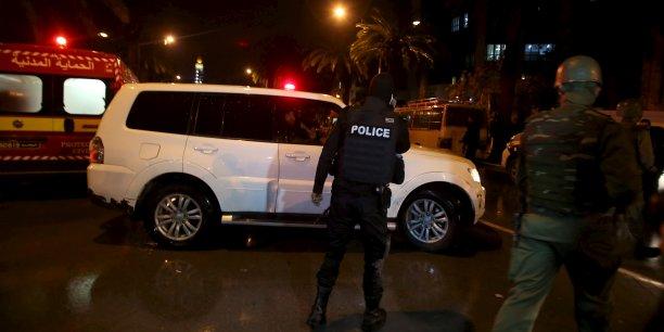 Cette année, deux attentats revendiqués par le groupe Etat islamique (EI) ont tué 59 touristes étrangers et un policier, celui de Sousse en juin et au musée du Bardo à Tunis, en mars. Sur la photo, les lieux de l'attentat à proximité de l'avenue Mohamed V.