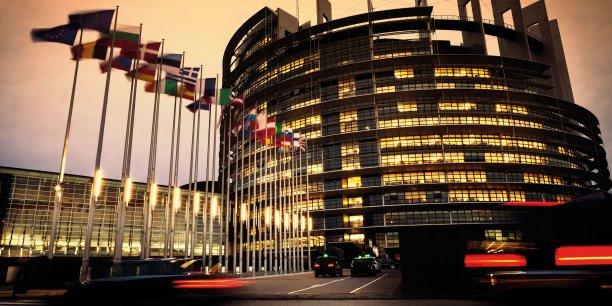 Face aux eurosceptiques, Macron a réalisé l'union de tous les partis pro-européens dans un Mouvement pour l'Europe.