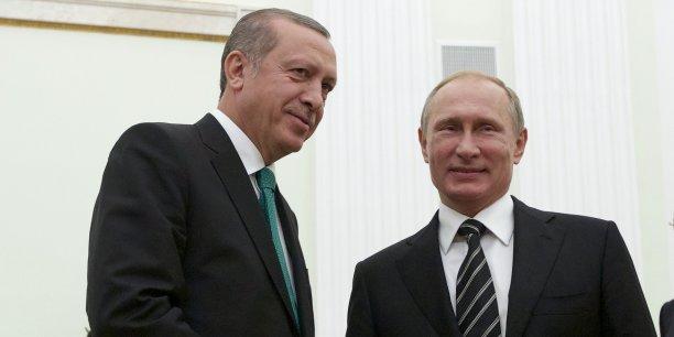 Entre Vladimir Poutine et Recep Tayyip Erdogan, les tensions vont croissant depuis la destruction d'un bombardier russe par les autorités turques mardi.