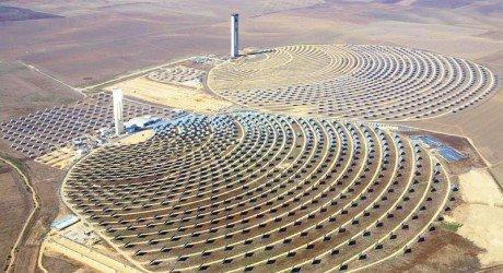 Près de la ville de Ouarzazate, le Maroc a réalisé la plus grande centrale solaire du monde, Noor 1, qui sera inaugurée prochainement.