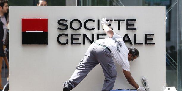La banque française pourrait écoper d'une amende de 2 millions d'euros, mais conteste la procédure auprès de l'AMF.