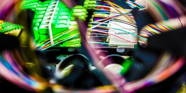 Techniquement, le réseau s'étend sur 424 kilomètres et permet à 105.000 logements et entreprises d'avoir accès à des débits pouvant atteindre 800 mbit par seconde quand l'Adsl est limité à une trentaine de mégabits seconde dans le meilleur des cas.