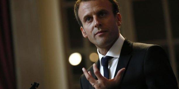 Emmanuel Macron, le ministre de l'Economie, n'a pas toujours été pour un retour à trois opérateurs en France.