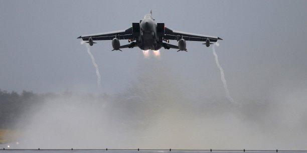 Le ministère de la Défense a pour l'instant refusé de détailler les cibles visées par les quatre Tornado ayant décollé dans la nuit de la base de la RAF à Chypre.