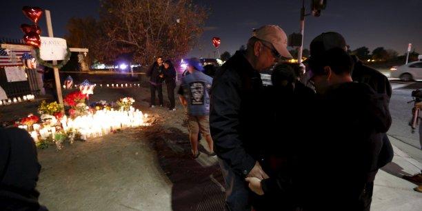 Deux partisans de l'Etat islamique ont attaqué il y a plusieurs jours un centre à San Bernardino en Californie, a déclaré l'organisation djihadiste dans son bulletin radiophonique quotidien Al Bayan.