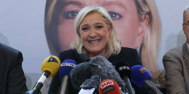 Si Marine Le Pen, personnage anti-système, conquérait aussi Paris, ce serait la fin de l'Europe, pour Il Corriere della Sera.