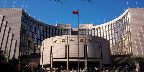Les investisseurs étrangers voient dans cette libéralisation du politique un signe positif pour l'économie.